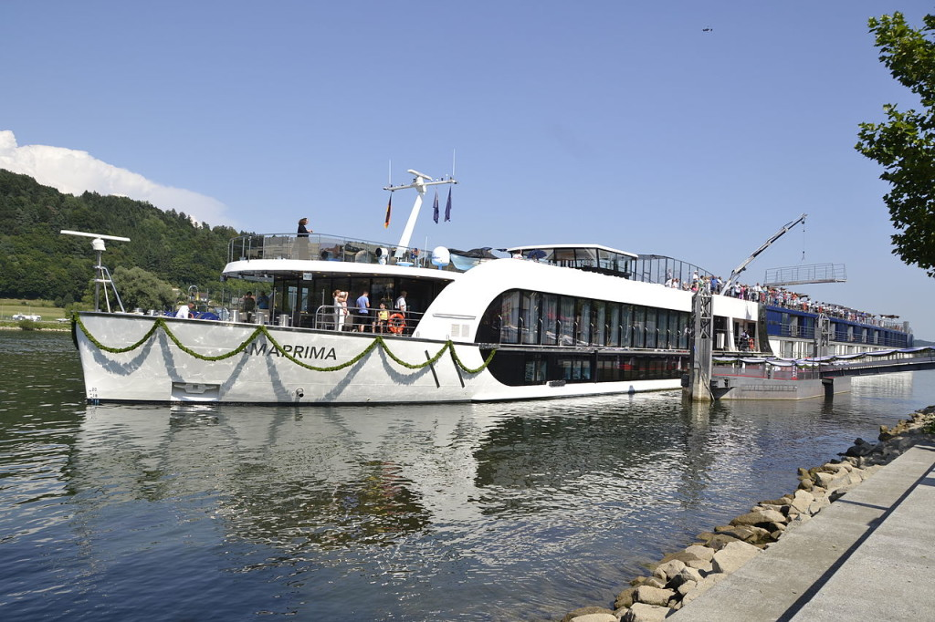 1280px-AmaWaterways_cruise_ship_AmaPrima_-02