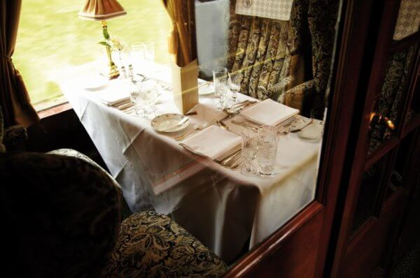 belmond-british-pullman-table