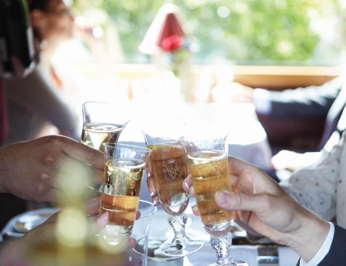 belmond-northern-belle-champagne