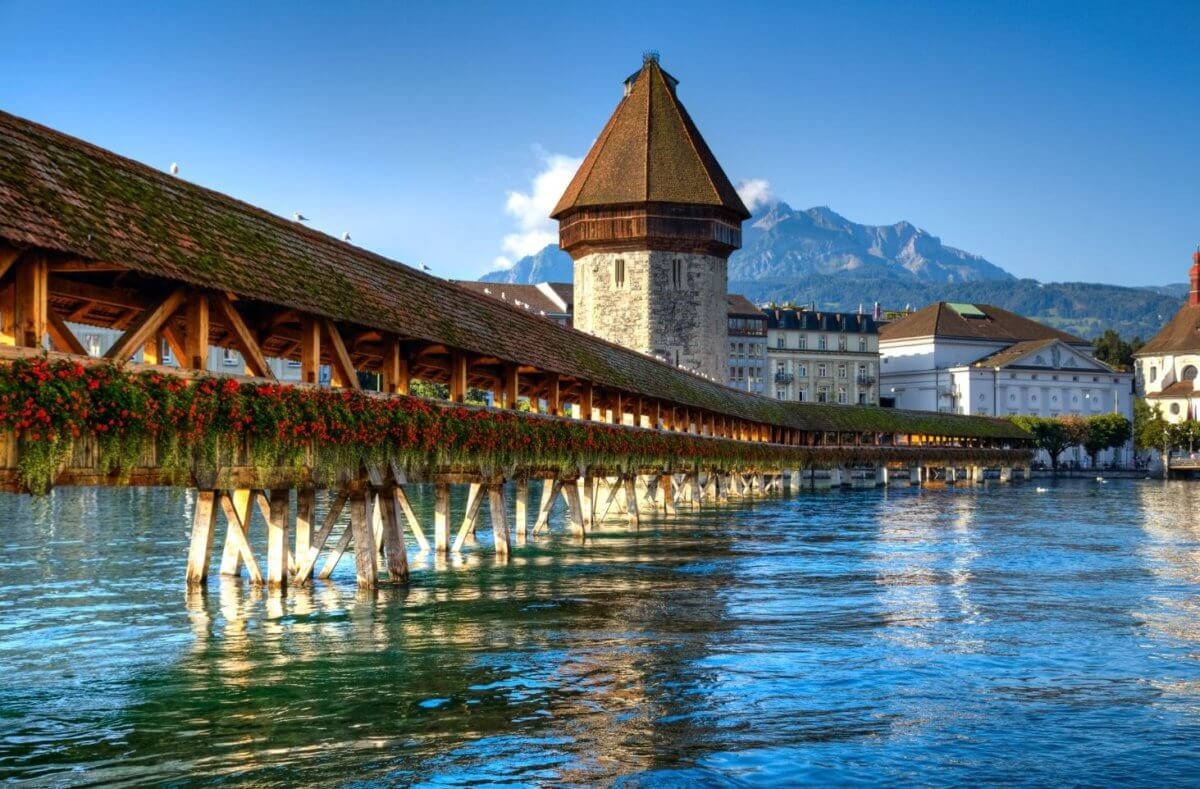 lucerne-chapel-bridge-switzerland