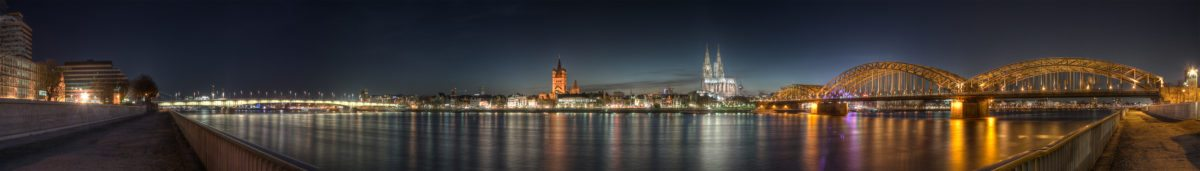 Cologne_-_Panoramic_Image_of_the_old_town_at_dusk